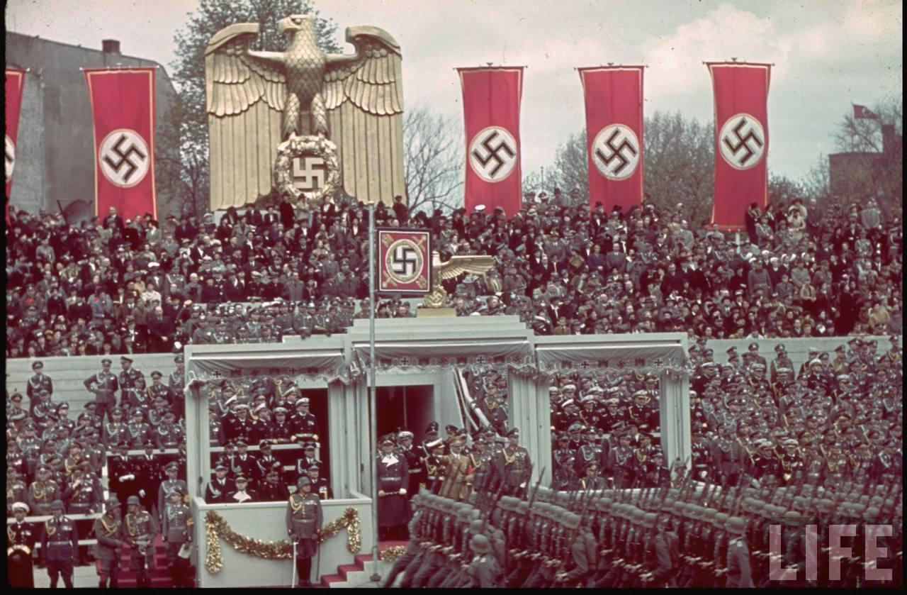 Plateia passa mal com peça de Wagner ao estilo nazista