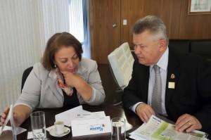 Ideli recebe convite do prefeito Udo Dohler, para Congresso Nacional da Previdência e Assistência de SC. Foto - Thamyres Ferreira-SRI/PR
