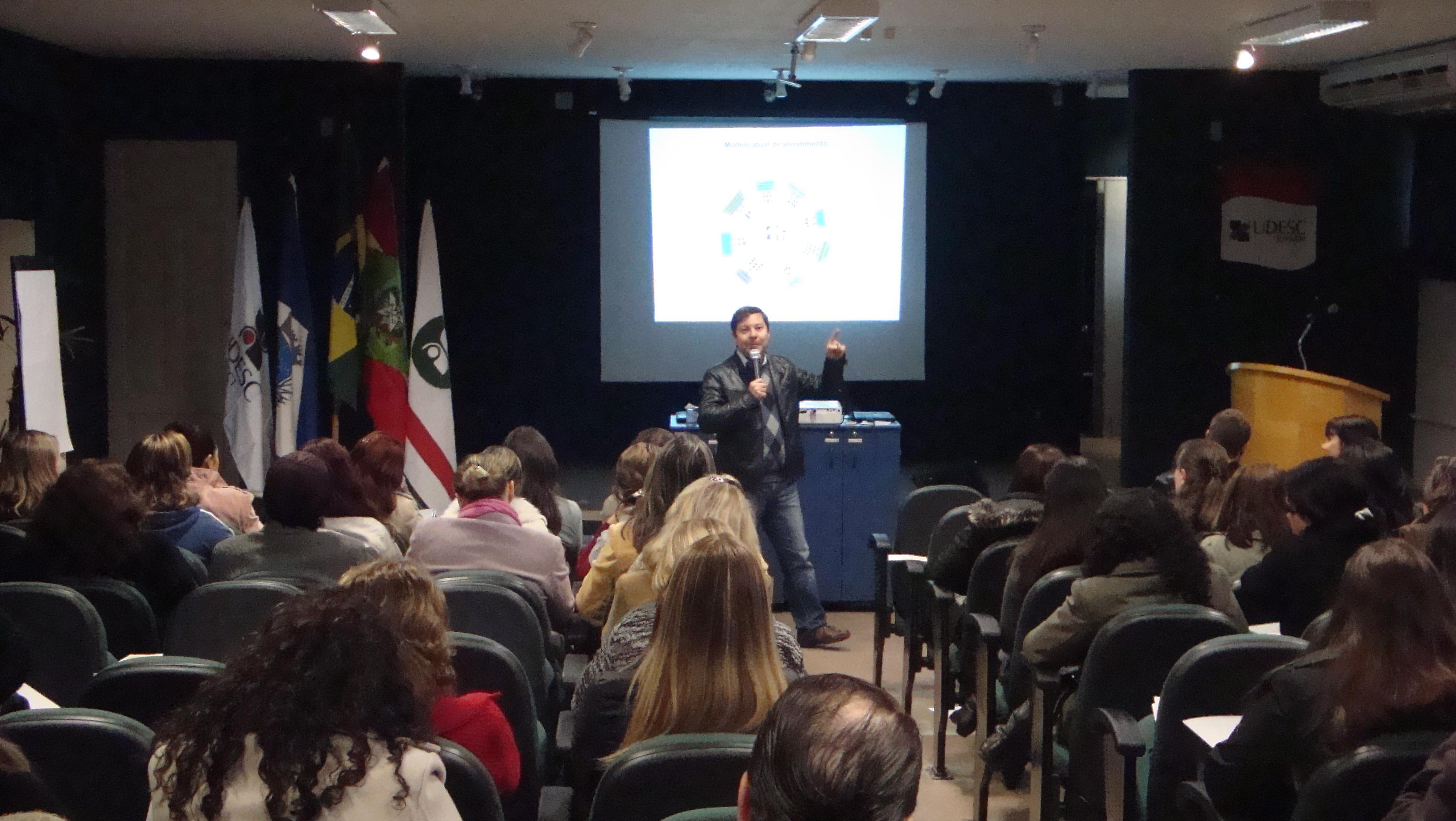 Crianças e Adolescentes: seminário discute políticas públicas em Joinville (SC)