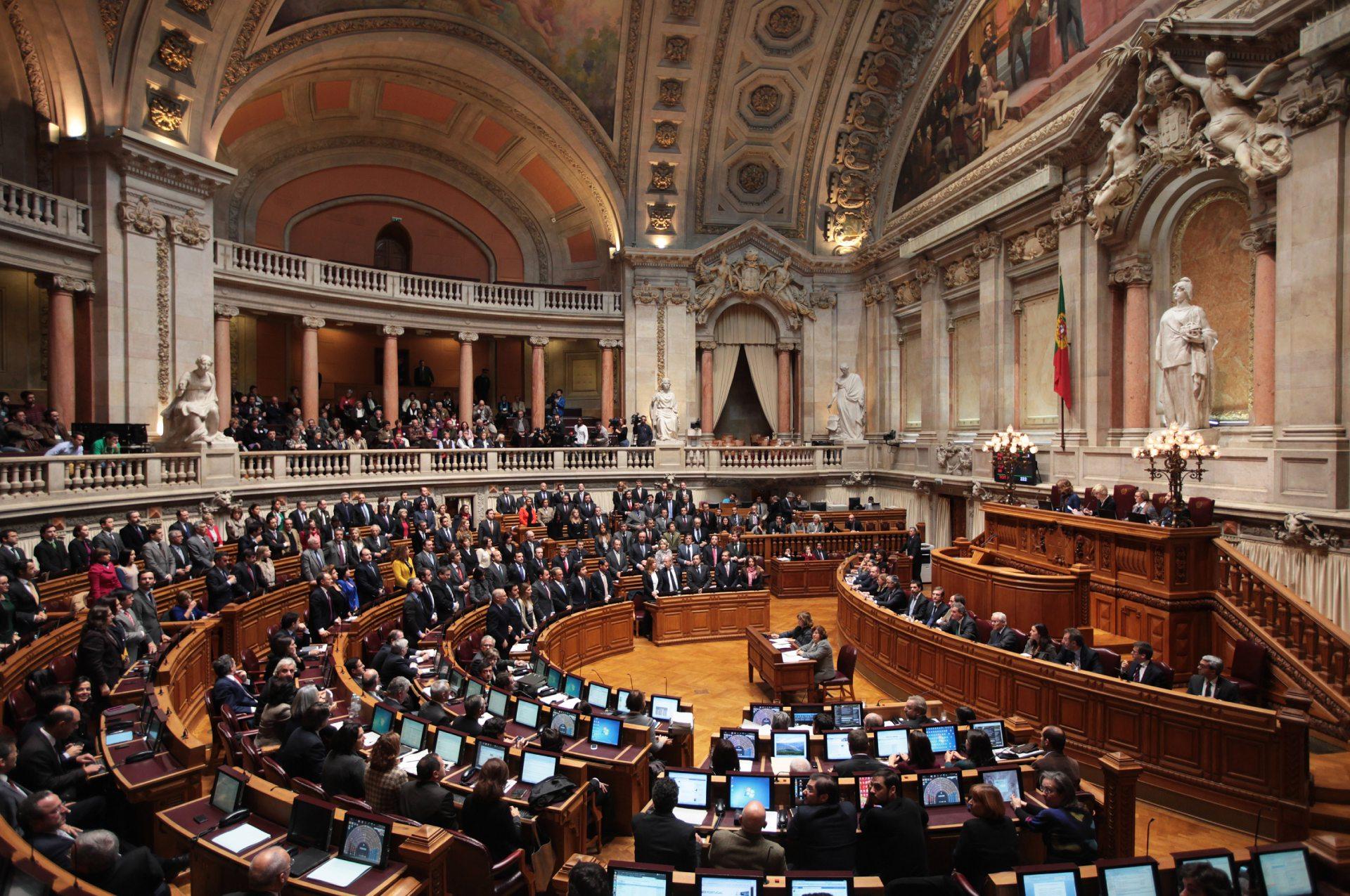 Portugal aprova aumento de jornada de trabalho para servidores públicos