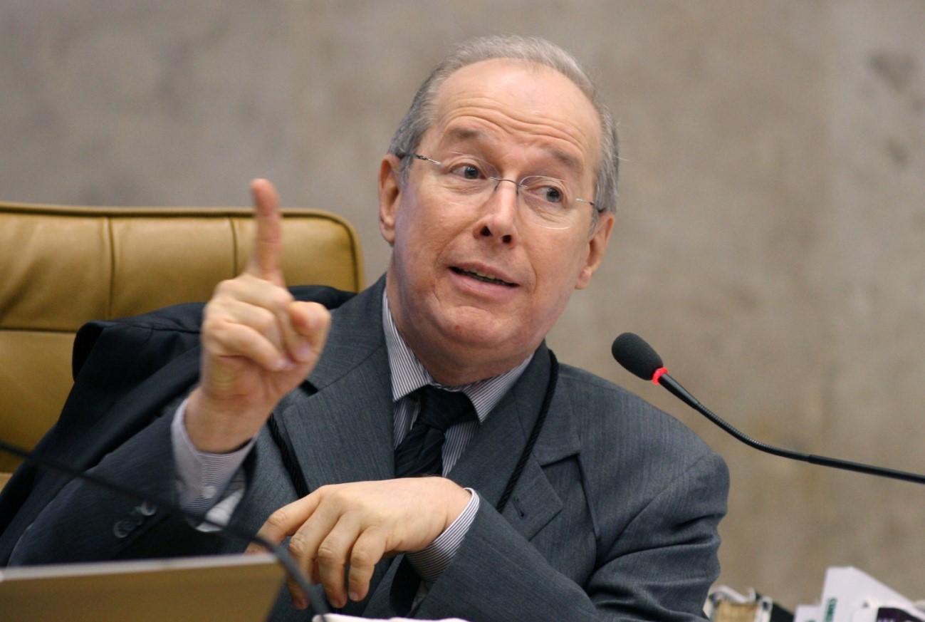 Mensalão: Celso de Mello vota a favor dos embargos infringentes, e haverá novo julgamento para alguns réus