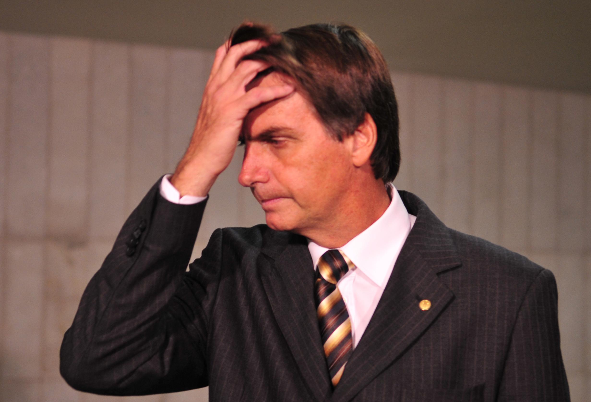 Bolsonaro é denunciado por incitação pública ao crime de estupro