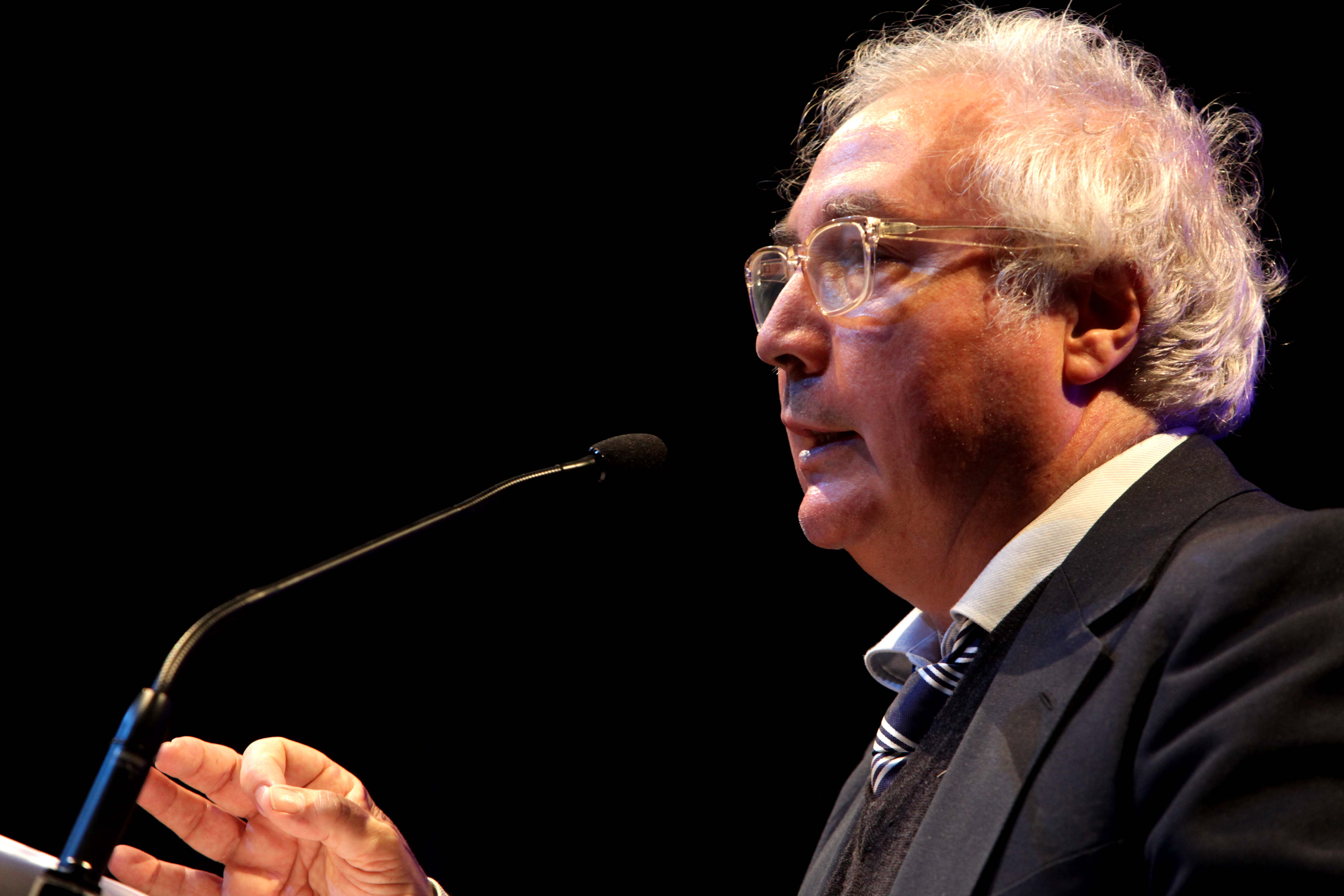 Sociólogo Manuel Castells estará em Florianópolis no dia 14 de maio e Udesc sorteará ingressos para a palestra