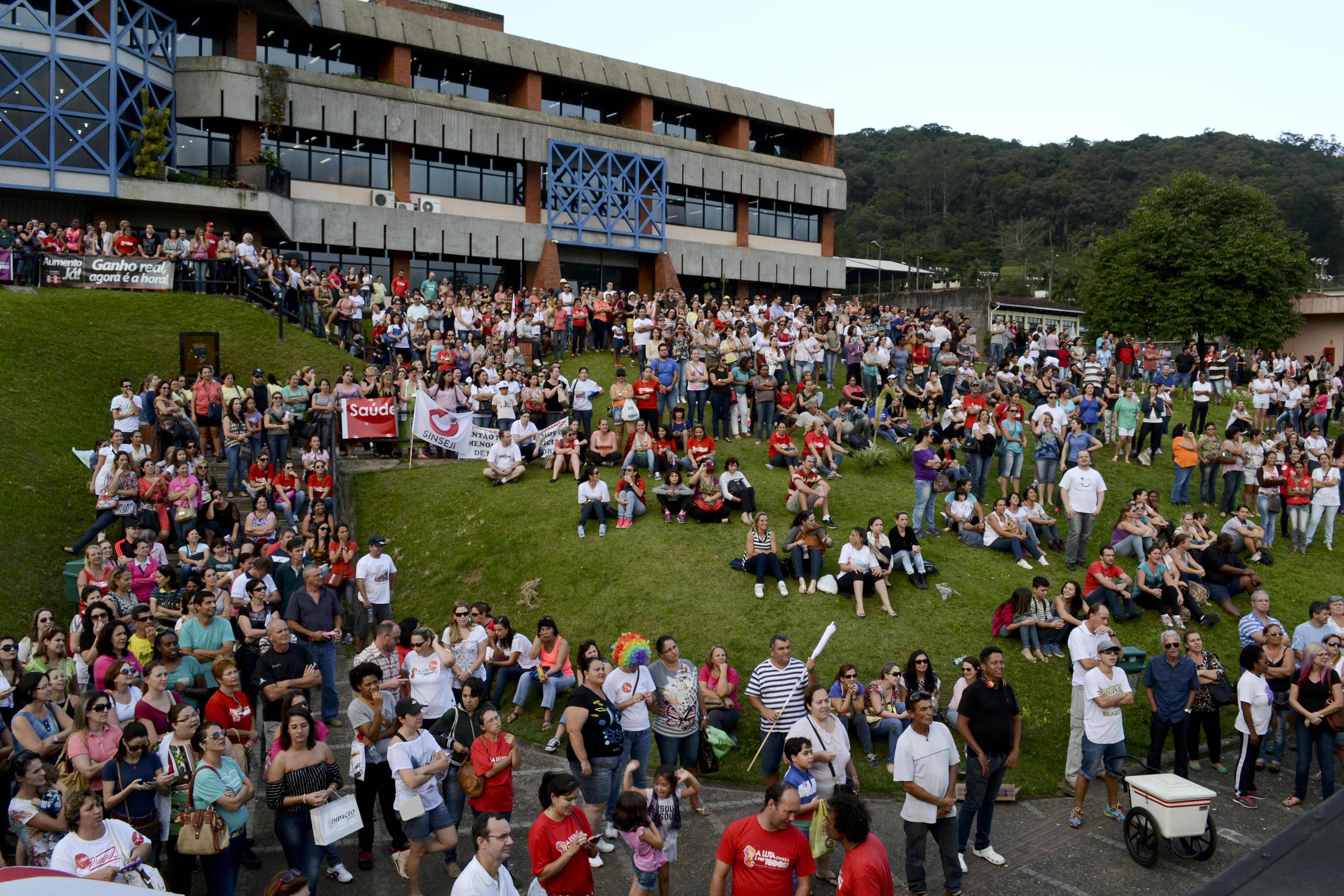 Greve à vista? Conselheiros dos servidores municipais de Joinville (SC) indicam rejeição da proposta da Prefeitura
