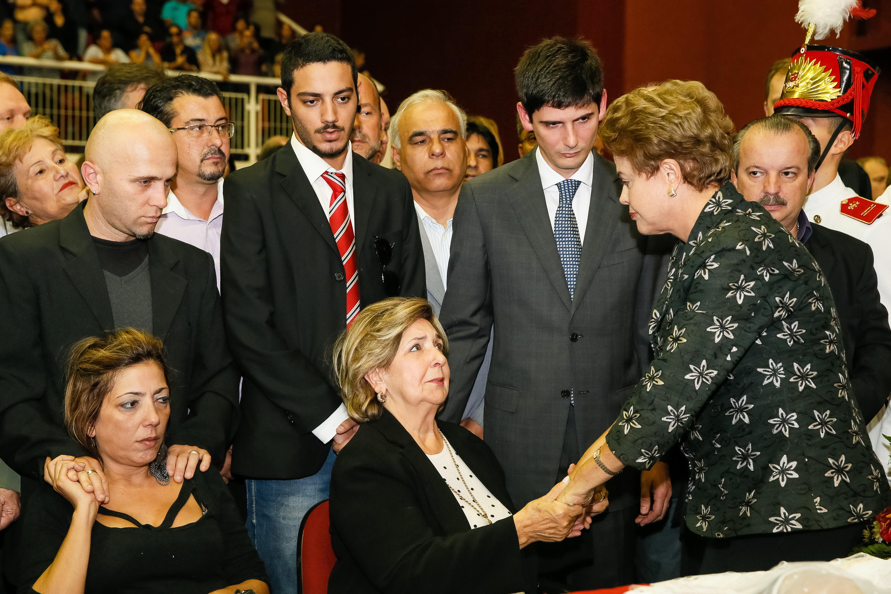 Senador Luiz Henrique da Silveira é sepultado com homenagens e presença de Dilma Rousseff