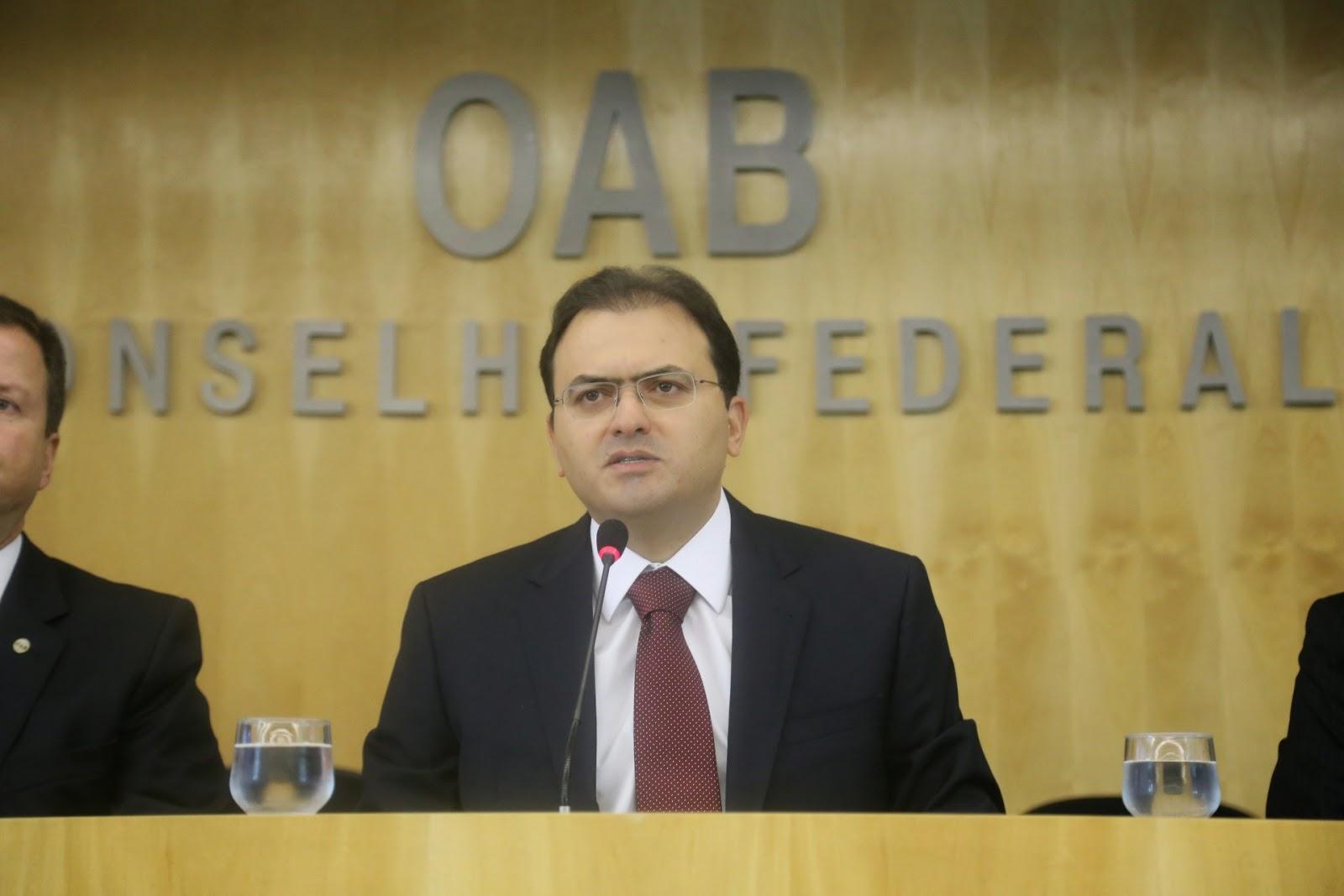 Combate à corrupção não pode ferir o processo legal, critica o presidente da OAB