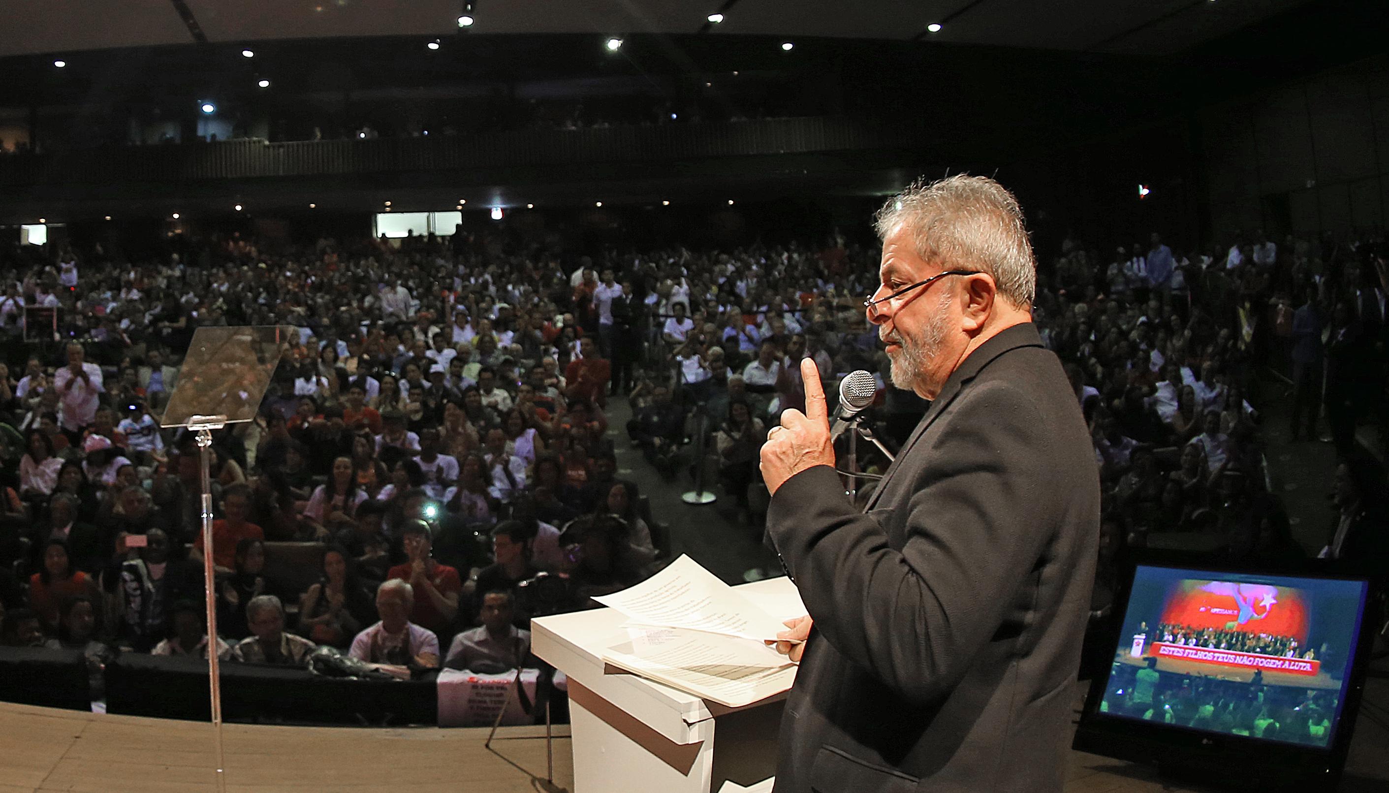 Lula diz que vai voltar a viajar pelo país