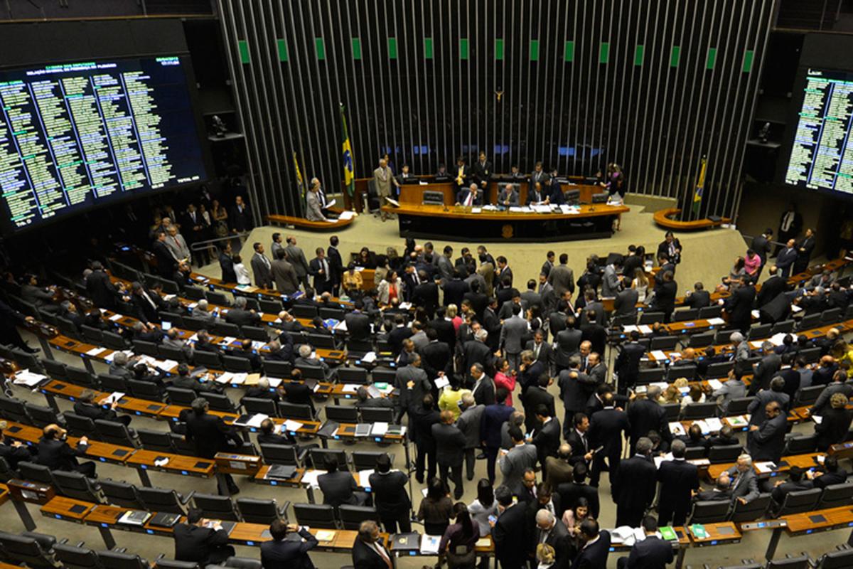 Redução da maioridade penal e FGTS terão prioridade na Câmara