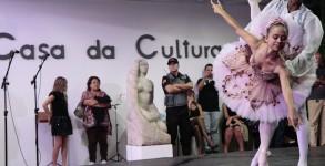 Prefeito Udo Döhler e viceRodrigo Coelho na reabertura da Casa da Cultura