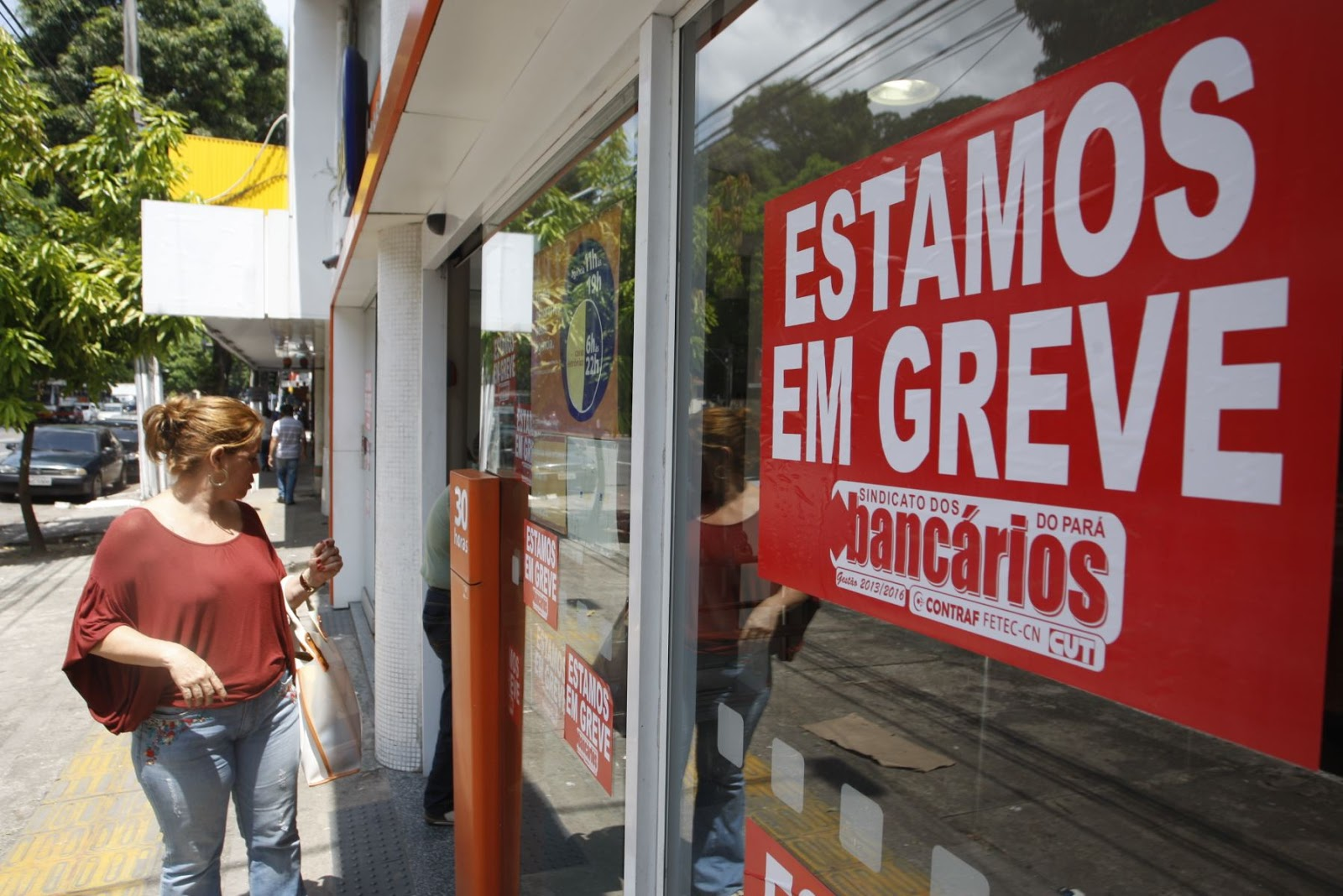 Bancários rejeitam reajuste de 7,5% sem abono e continuam em greve