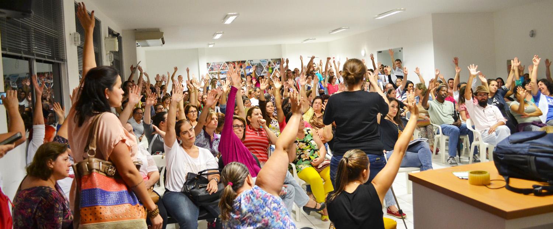 """Servidores de Joinville (SC) decidem, em assembleia, entrar em """"estado de greve"""""""