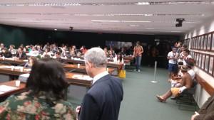 A vida dos brasileiros se decidem aqui no Congresso Nacional. O povo deveria participar, cobrar mais.