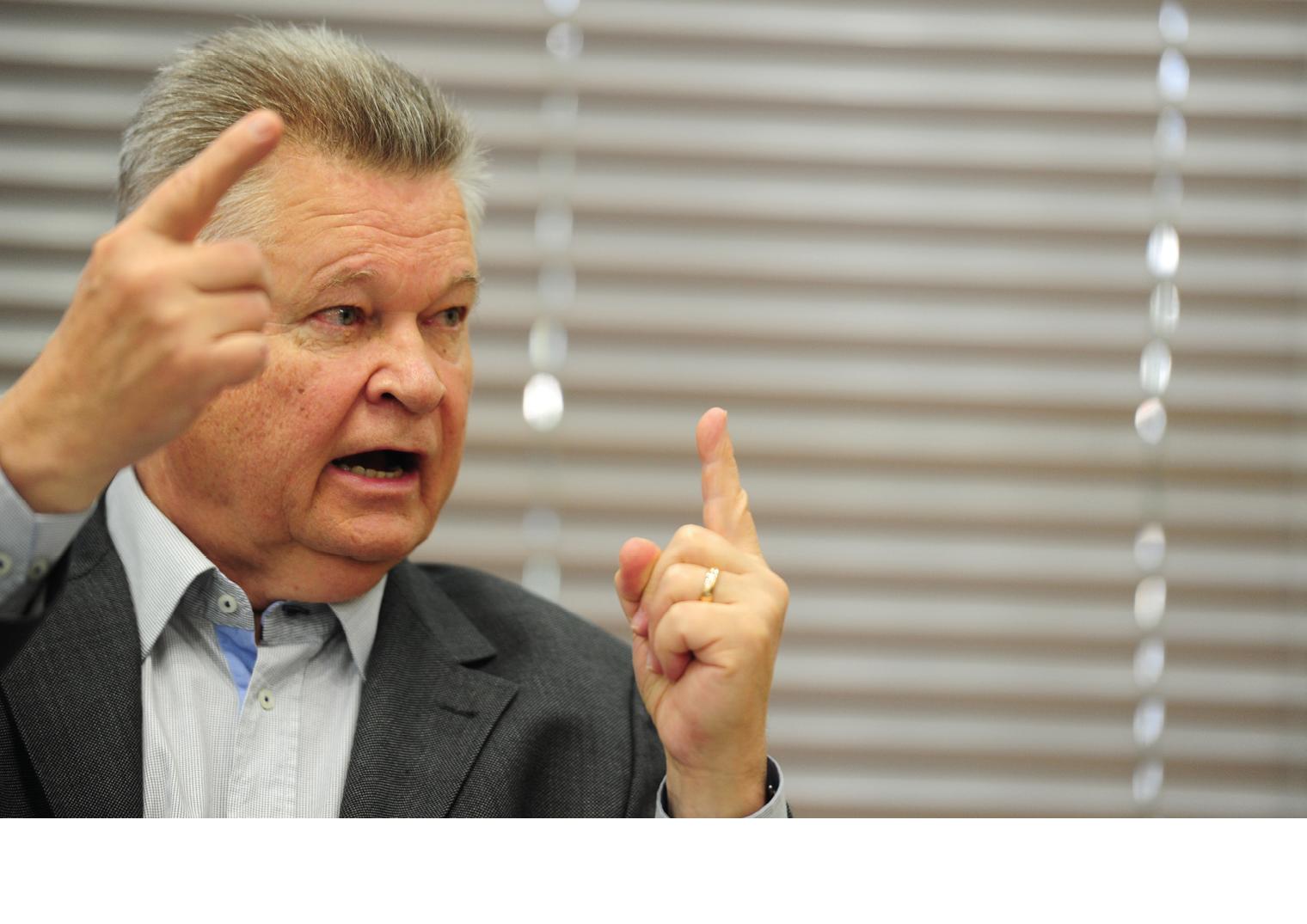 Médicos Residentes – Udo Döhler volta atrás após forte pressão popular e de entidades
