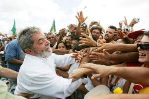 Pedido de prisão de Lula pelo MP paulista coloca movimentos sociais nas ruas