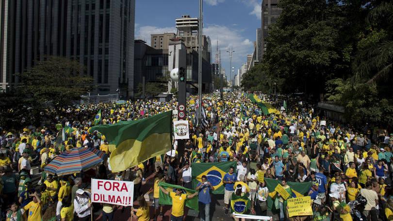 Manifestantes se mobilizam contra o governo em boa parte do país