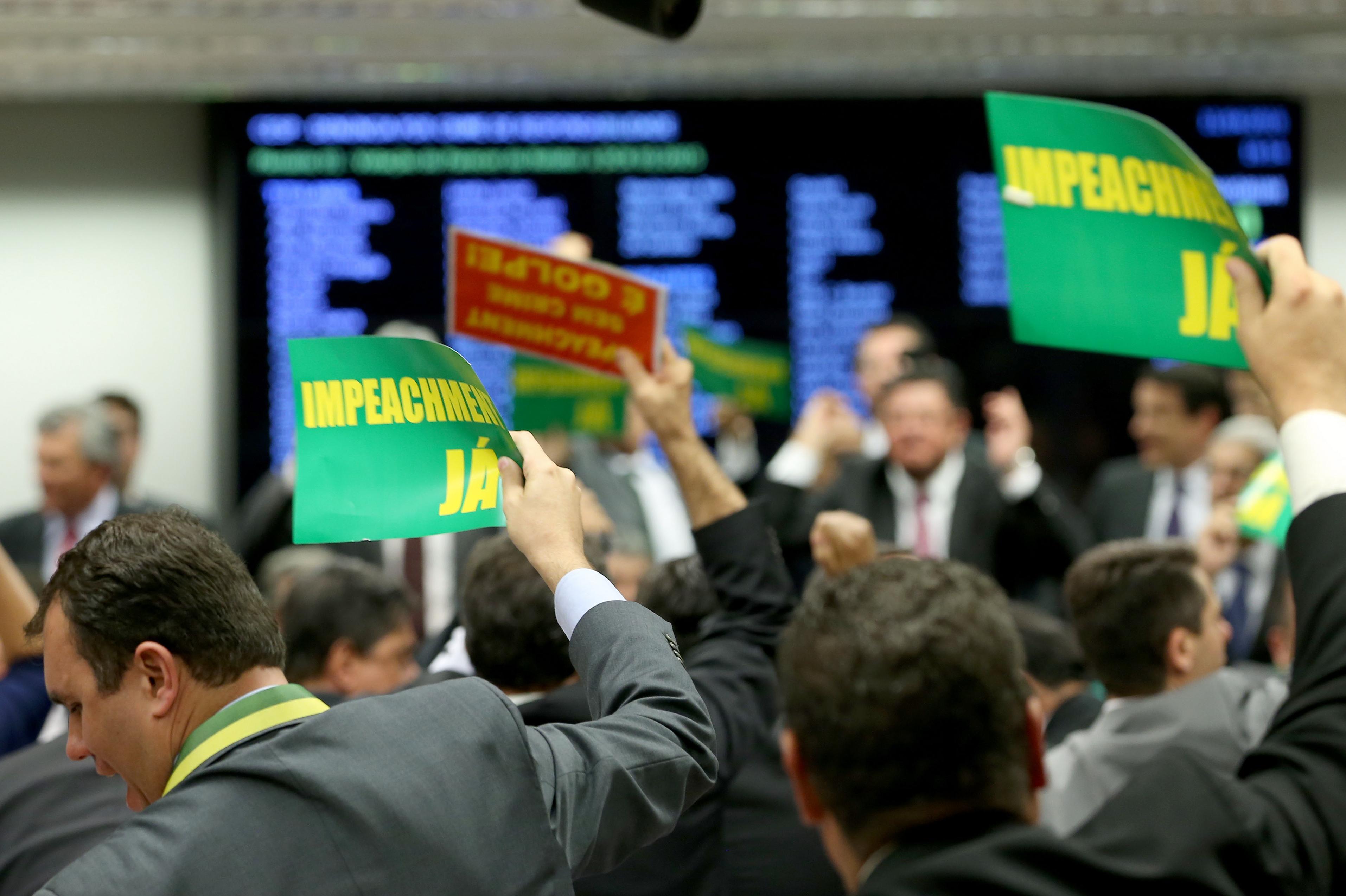 Impeachment – Comissão aprova parecer do relator por 38 a 27