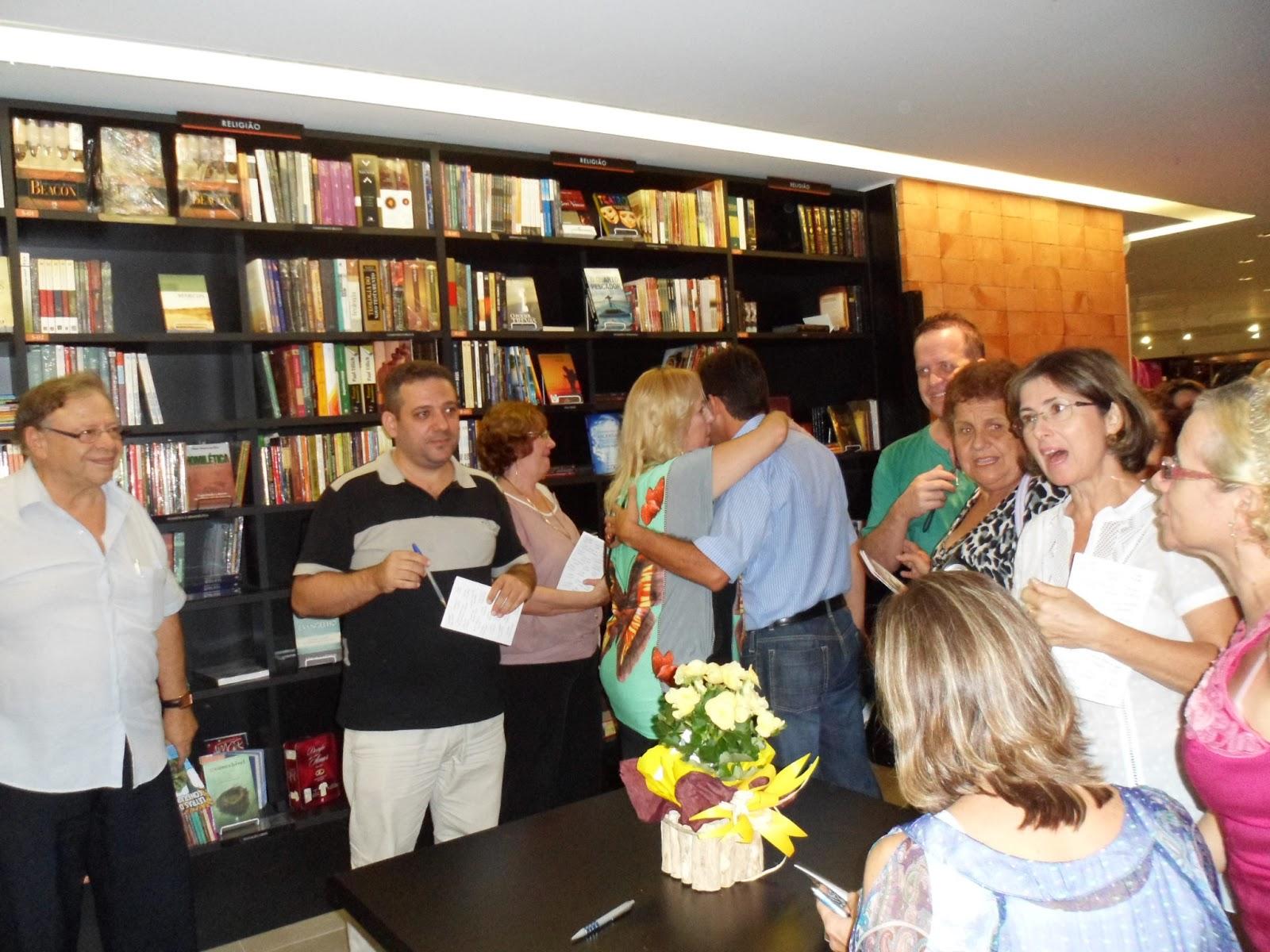 Confraria do Escritor comemora cinco anos de atividades nesta sexta-feira (15)