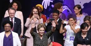 Brasília - Presidenta Dilma Rousseff participa da cerimônia de abertura da 4ª Conferência Nacional de Política para as Mulheres, no Centro de Convenções Ulysses Guimarães (Valter Campanato/Agência Brasil)