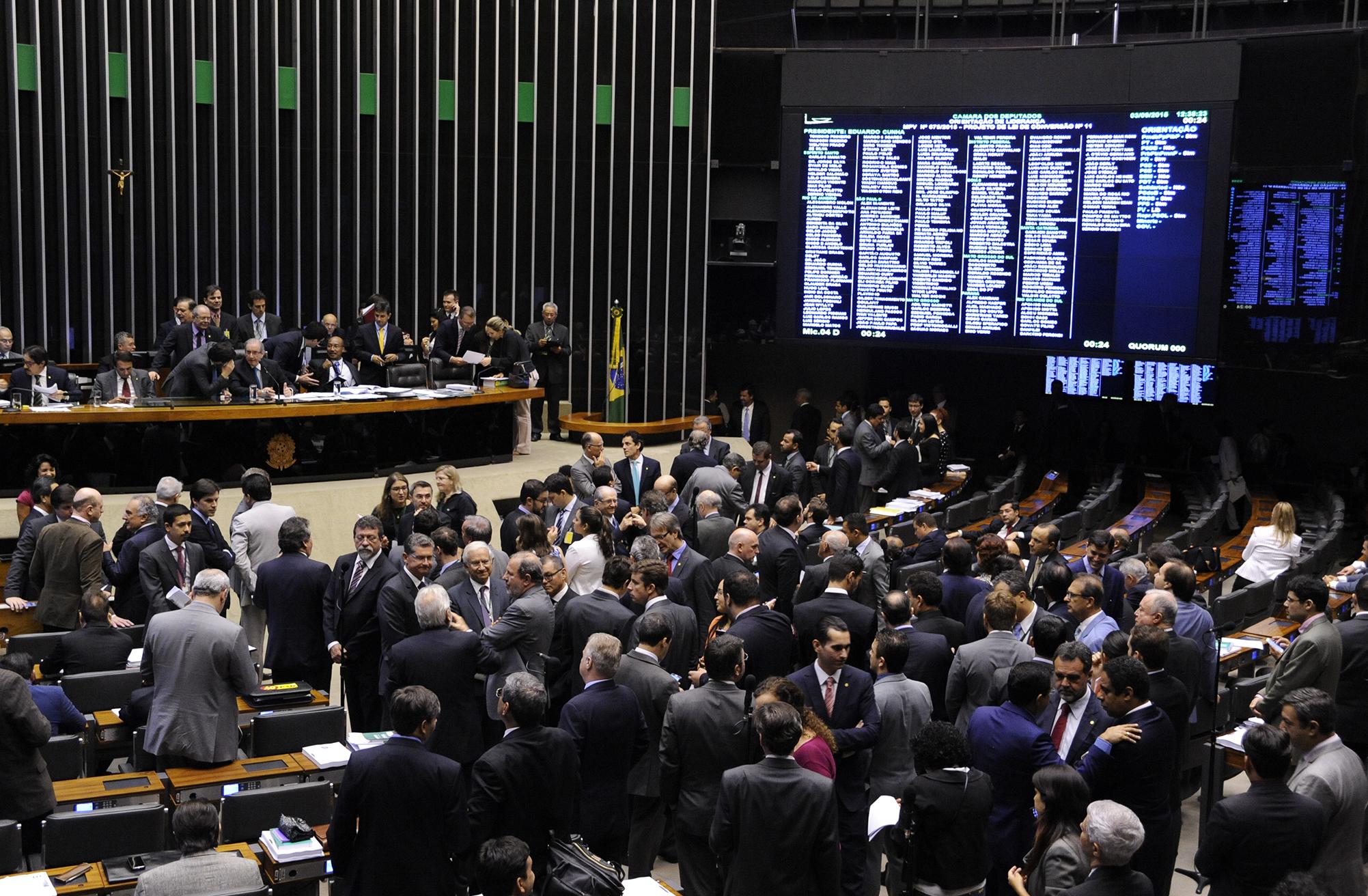 Deputados aprovam pacotão bilionário de aumentos ao funcionalismo