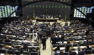 Plenário da Câmara dos Deputados durante sessão conjunta do Congresso Nacional para examinar 21 vetos da presidente Dilma Rousseff, parciais ou totais, a projetos aprovados pelo Legislativo e enviados para sanção.  À mesa: presidente da Câmara dos Deputados, deputado Eduardo Cunha (PMDB-RJ); presidente do Congresso, senador Renan Calheiros (PMDB-AL); senador Ana Amélia (PP-RS). Foto: Jefferson Rudy/Agência Senado