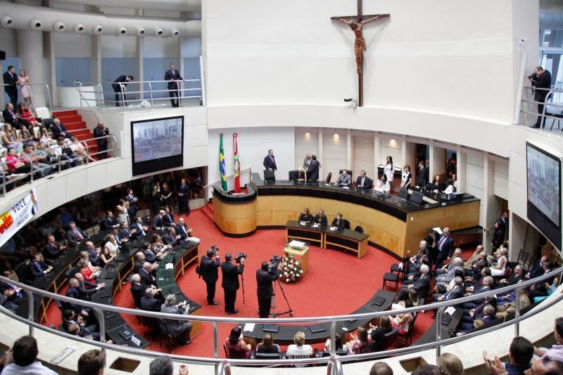 Com posse dos novos deputados, começa o novo Governo em SC