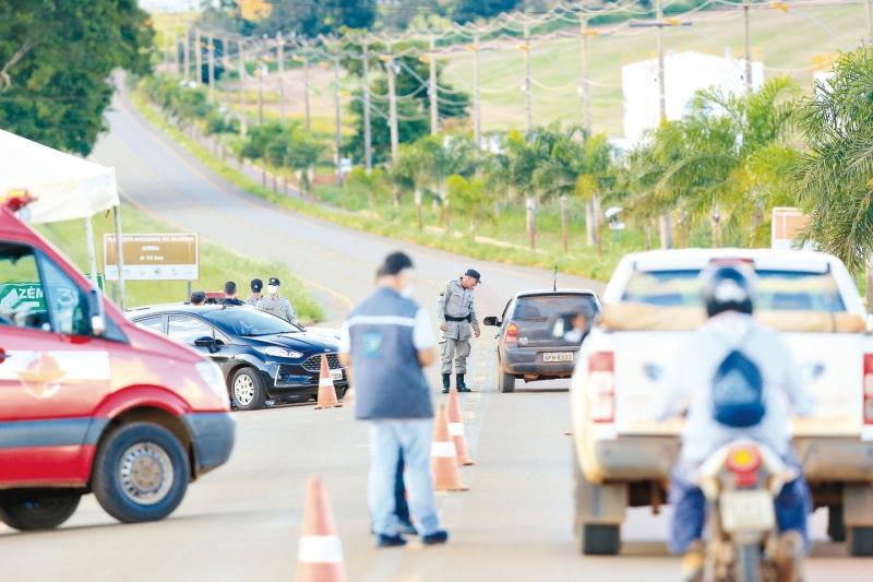 Bombinhas e Porto Belo mantém apenas barreiras sanitárias e encerram bloqueios
