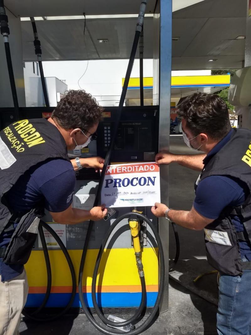 Procon de Florianópolis interdita posto de combustível por abuso de preço