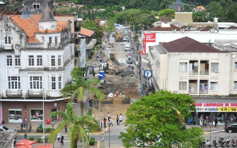 """Em Joinville (SC), pré-candidato dá """"recomendações"""" ao prefeito Udo Döhler"""