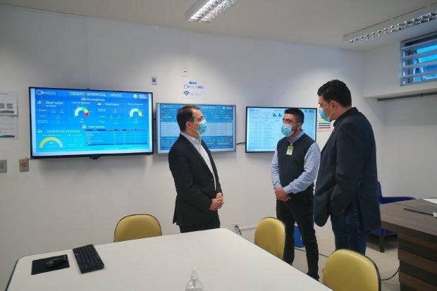Governador visita Hospital Hans Dieter Schmidt em Joinville (SC)