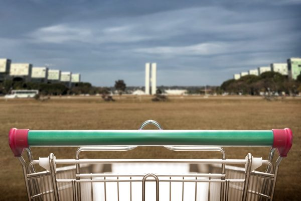 """Governo Bolsonaro: Mais de R$ 1,8 bilhão em compras, """"carrinho"""" do governo tem de sagu a chicletes"""