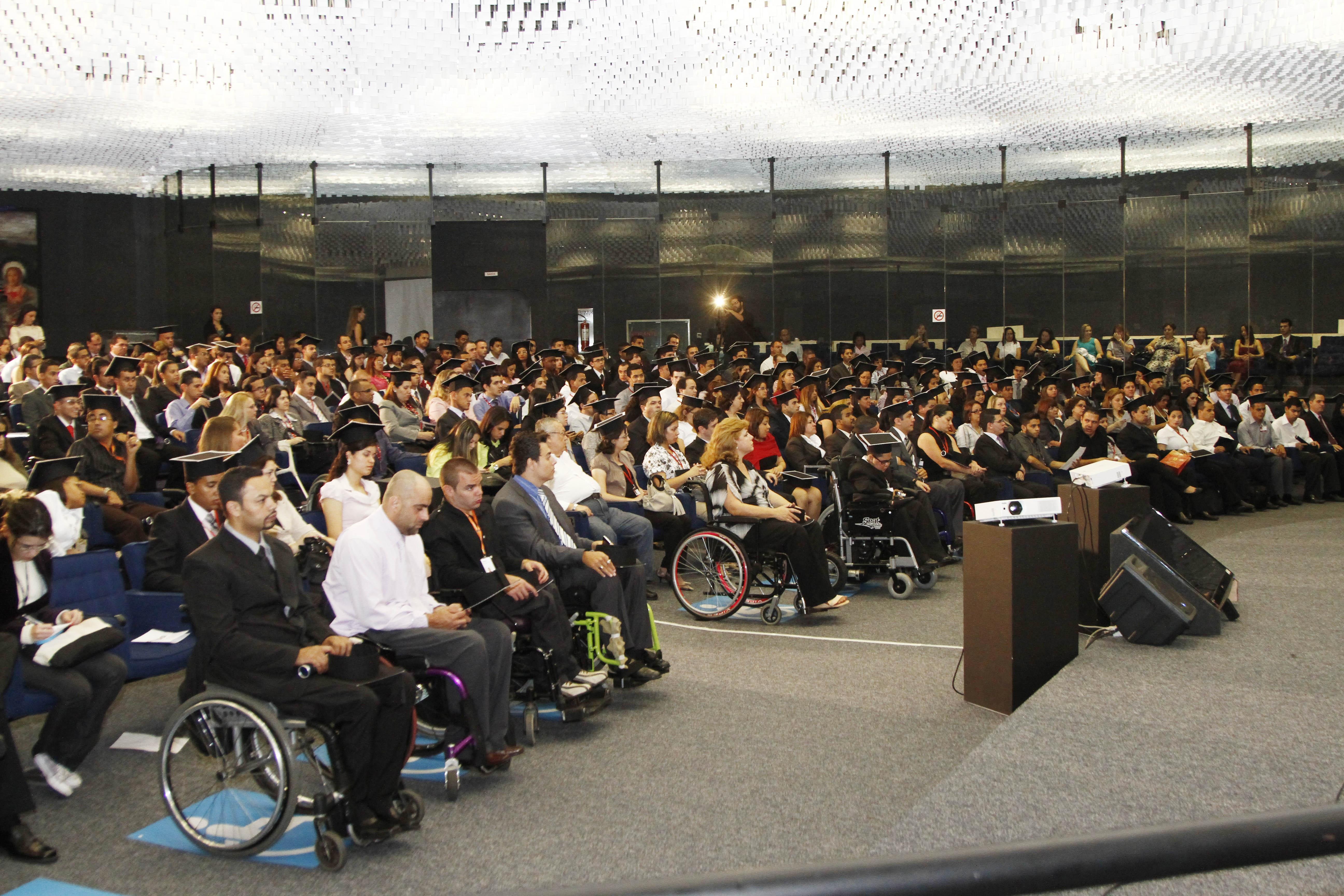 Pessoas com deficiência: demissão só se houver contratação de outro para o cargo