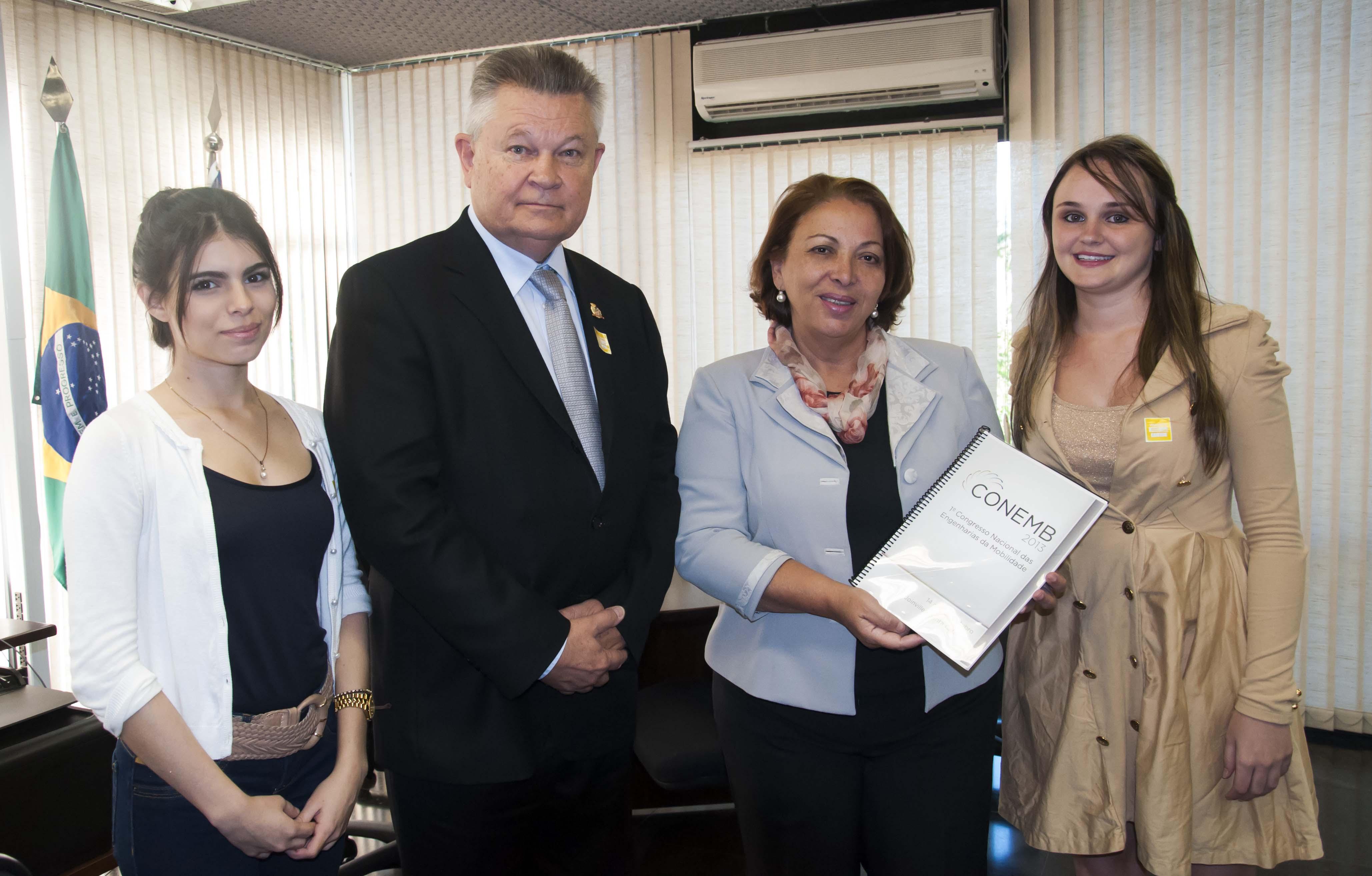 Ideli Salvatti de olho em Joinville: Ministra recebe pleitos de Udo