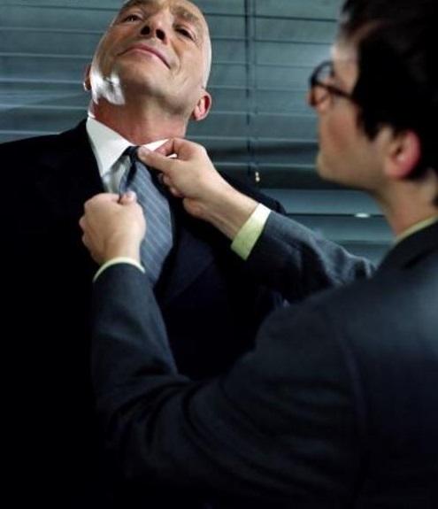 """Aprenda a elogiar no trabalho sem ser """"bajulador"""""""