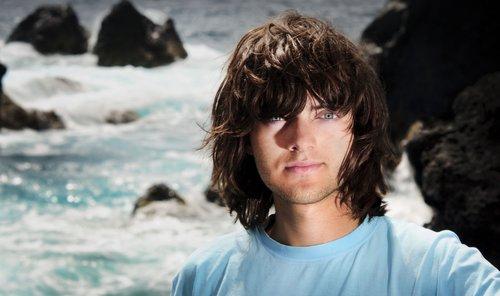 Jovem de 19 anos cria tecnologia para limpar oceanos e tem aprovação de especialistas