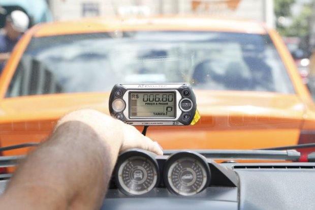 Promotoria do DF questiona aumento de 50% na corrida do táxi na Copa