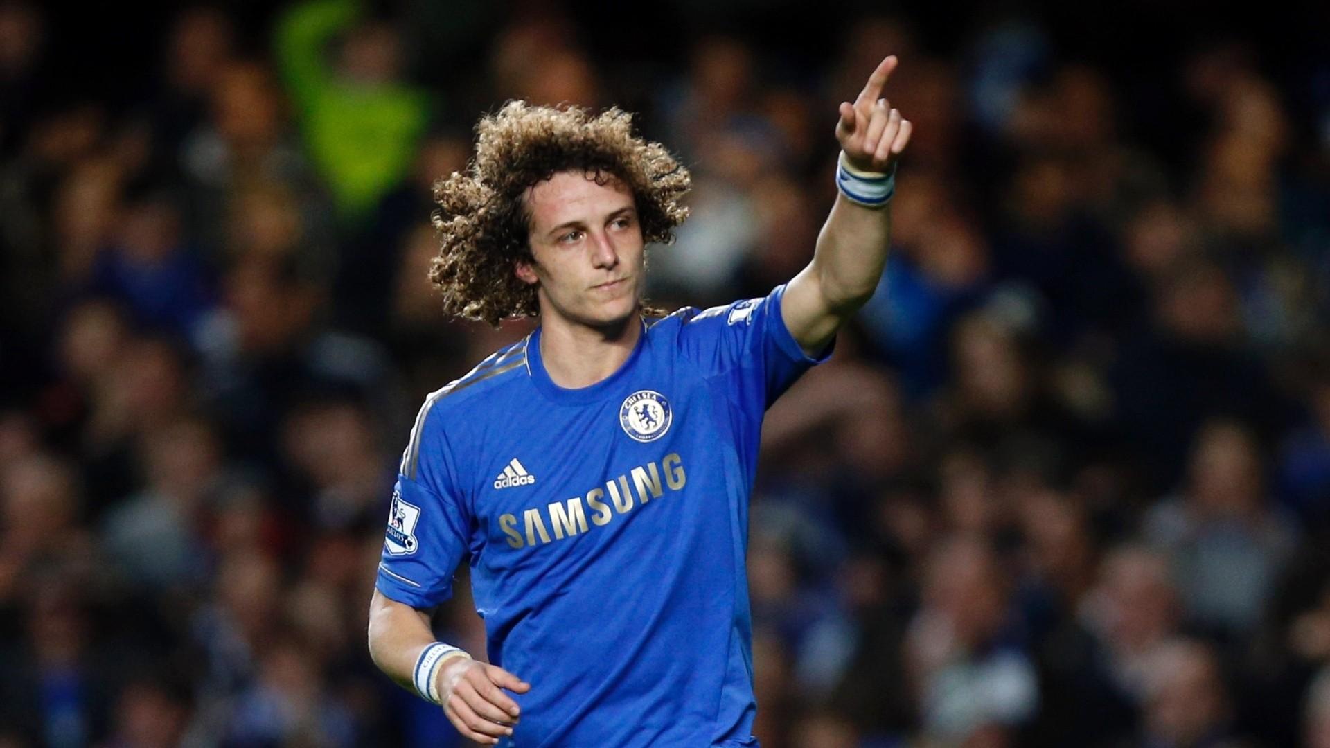 Frada está leiloando camisa usada por David Luiz no Chelsea, autografada por David Luiz, Ramires e Oscar!