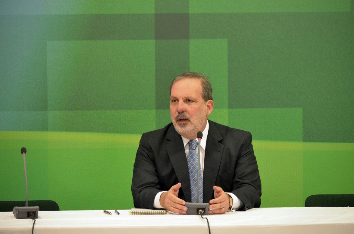 Desburocratização tributária vai estimular a indústria, diz ministro Armando Monteiro