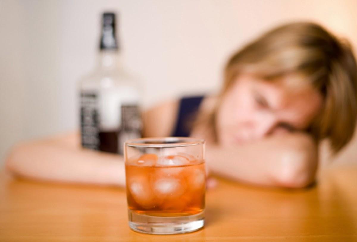 Está em vigor a lei que pune com prisão a venda de bebidas alcoólicas a menores de idade