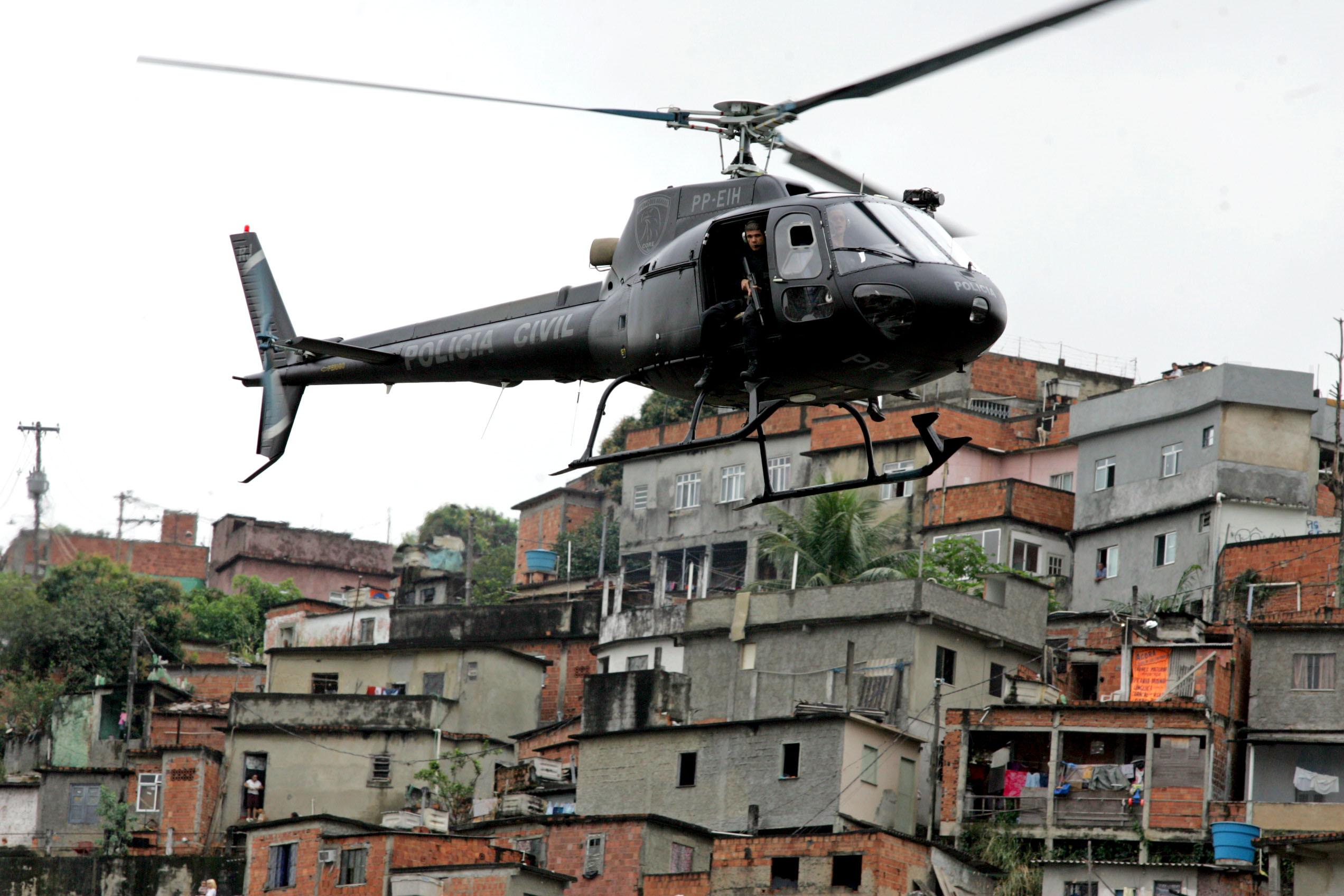 Governador do Rio diz que vai reocupar o Complexo do Alemão