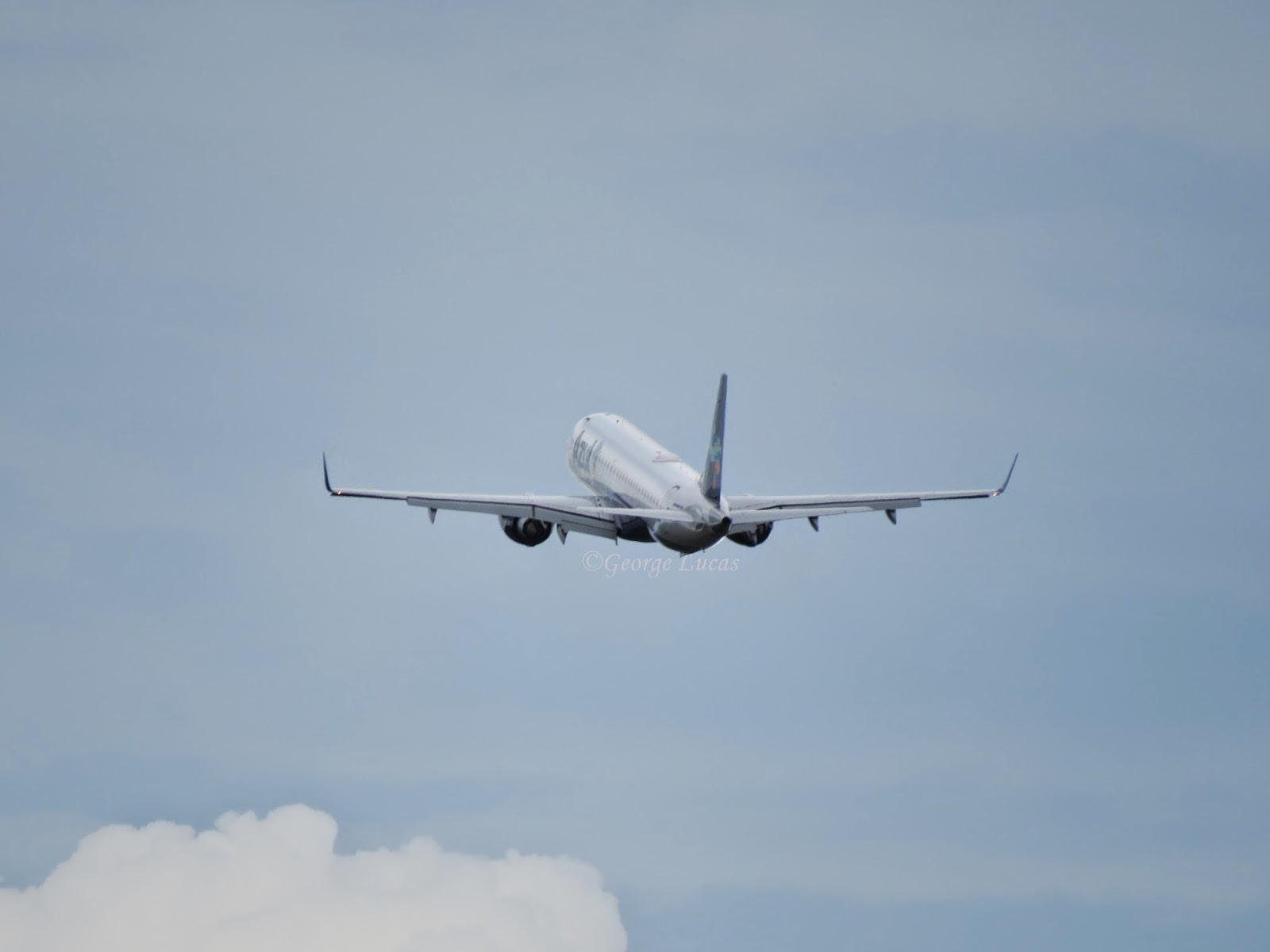 Empresa aérea indenizará passageiro que ficou preso em avião por mais de 10 horas