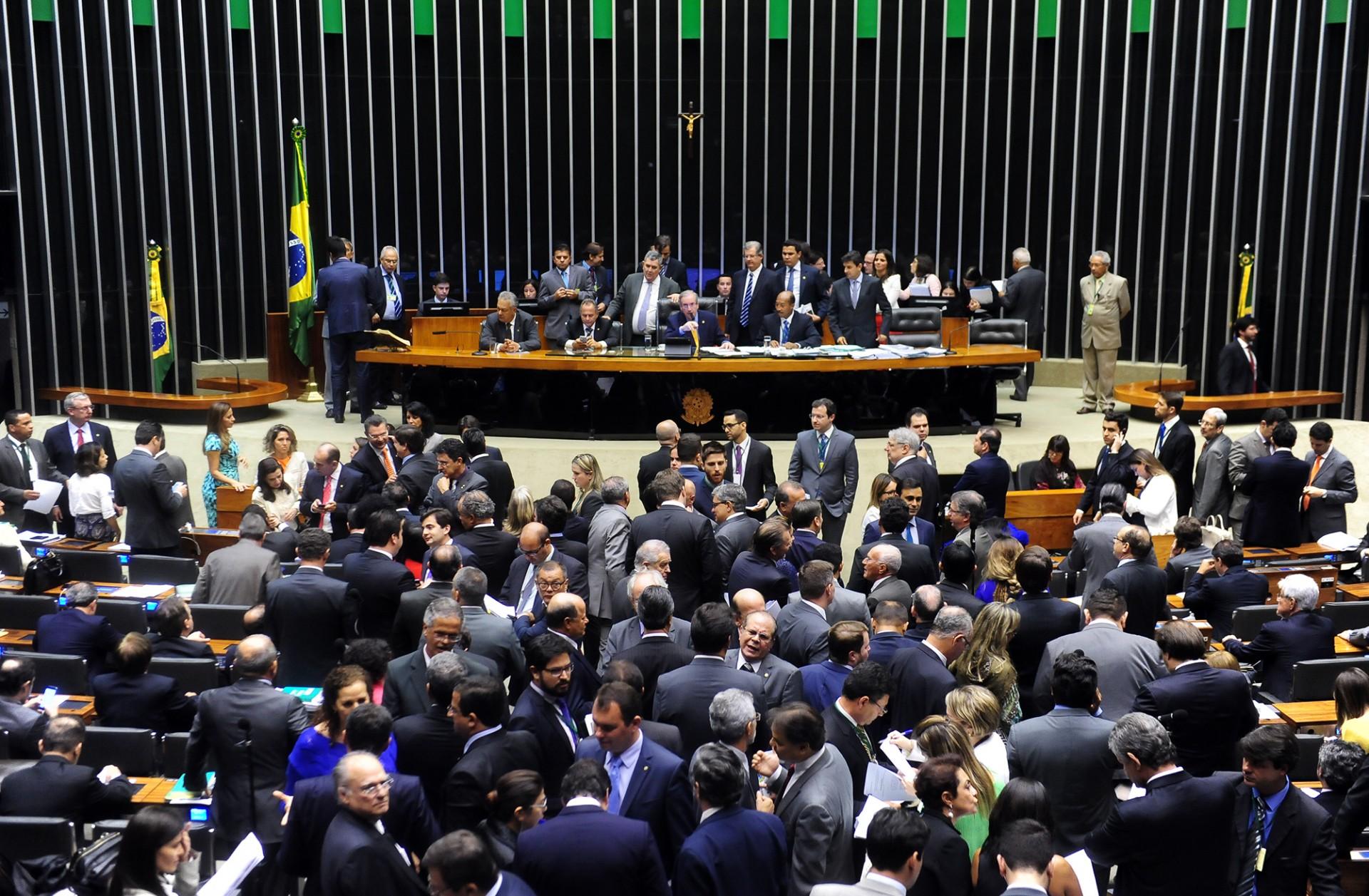 Política: Deputados aprovam mandato de cinco anos para todos os cargos eletivos