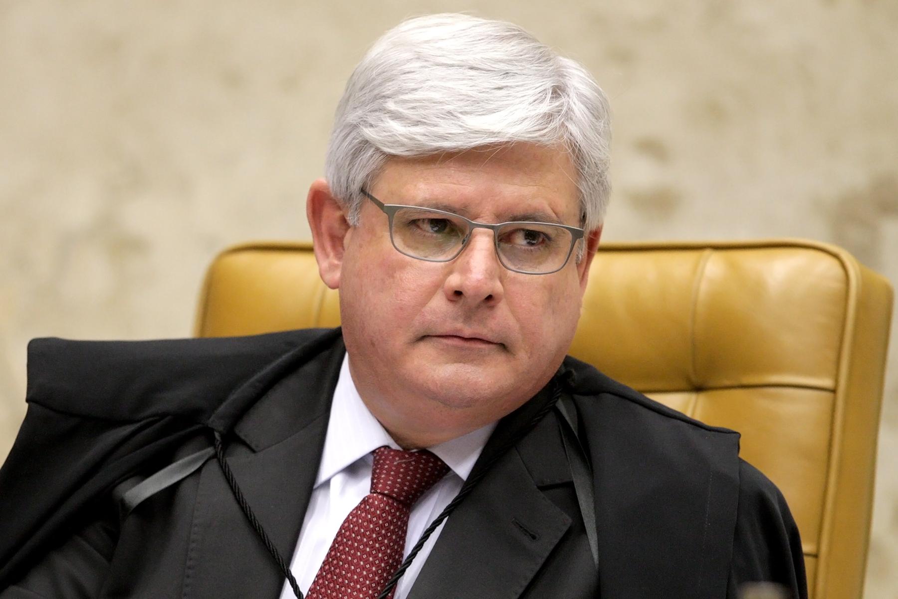 Janot arquiva ação contra Dilma e critica a Justiça Eleitoral
