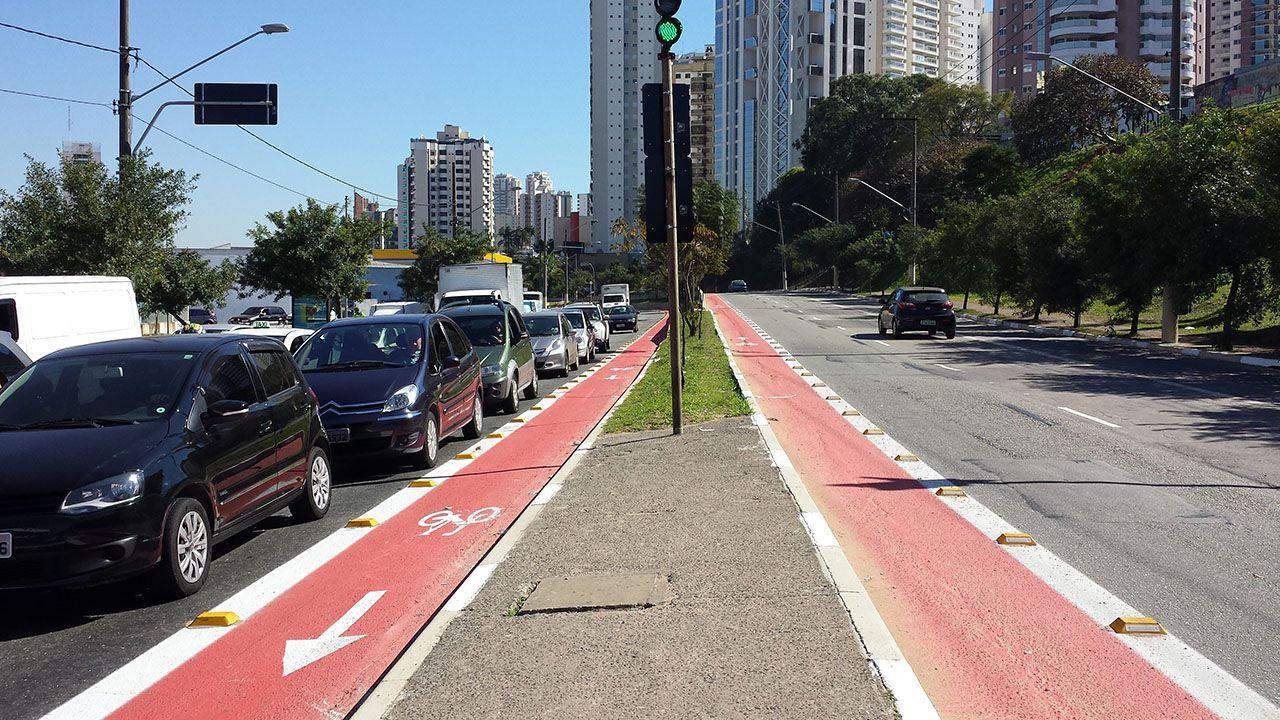 """""""A via pública é para todos, não só para automóveis"""", diz cicloativista"""
