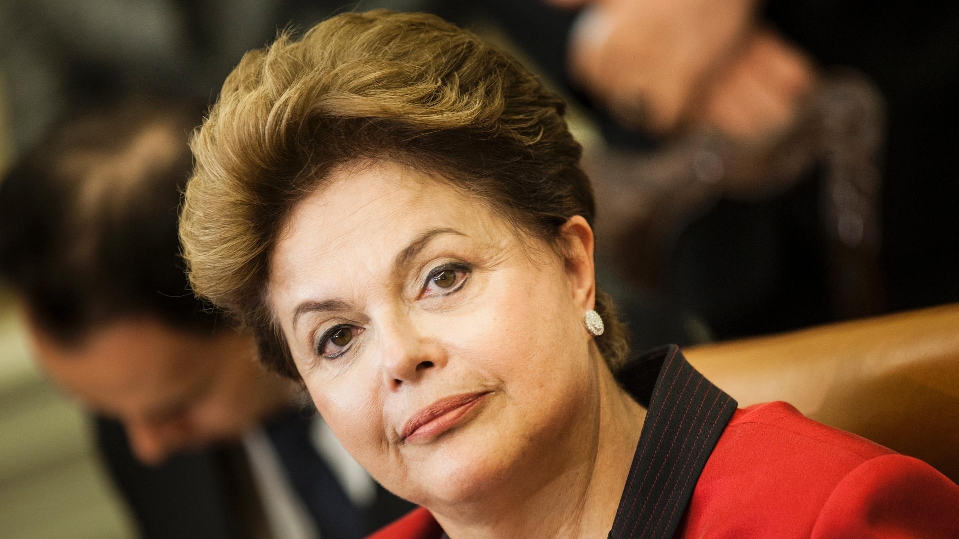 Dilma veta financiamento empresarial a campanhas eleitorais