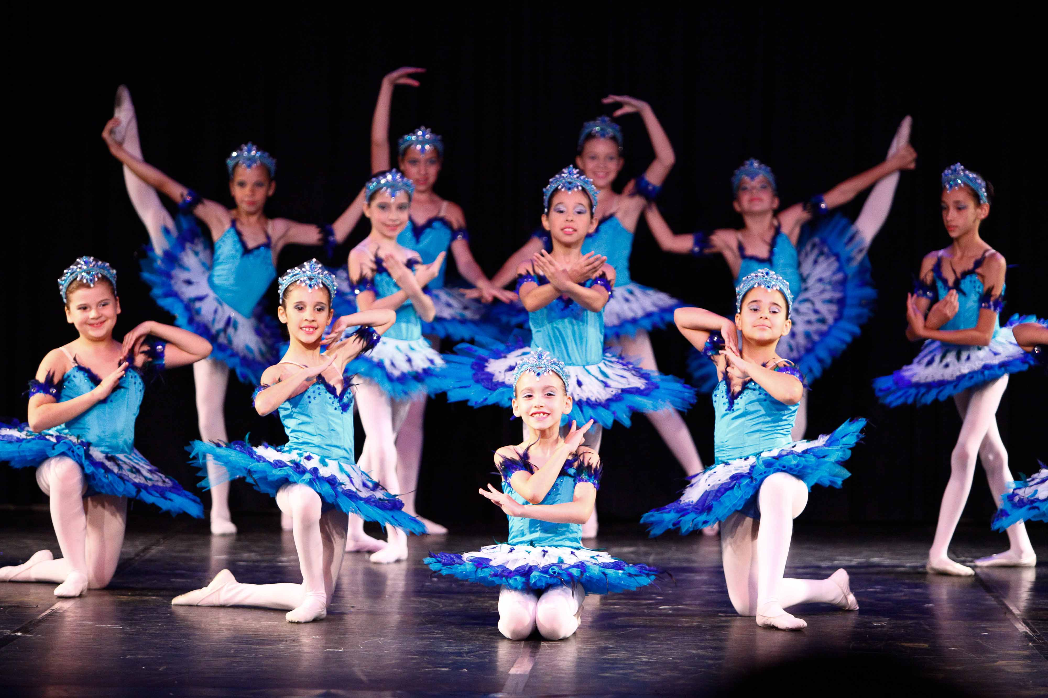 Escola de Ballet da Casa da Cultura encerra ano com dois espetáculos em Joinville (SC)