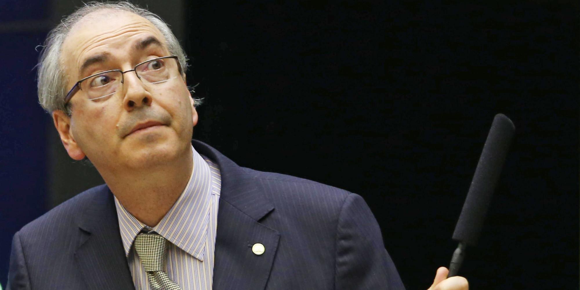 Cunha manobra para assegurar mandato e derrubar Dilma