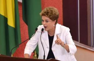 Brasília - Presidenta Dilma Rousseff participa da cerimônia de lançamento da terceira fase do Programa Minha Casa, Minha Vida, com a meta de contratar mais 2 milhões de moradias até 2018 (Antonio Cruz/Agência Brasil)
