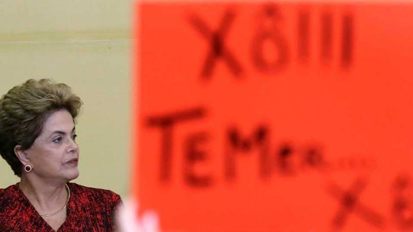 """Dilma chama impeachment de """"interrupção ilegal e usurpadora"""" do seu mandato"""