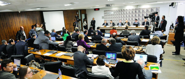 Impeachment – No Senado oposição elogia relatório de Anastasia, e governistas ameaçam recorrer ao STF
