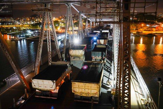 Ponte Hercílio Luz passa no teste de carga